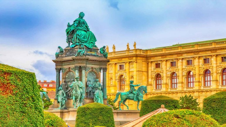 The Complete Vienna Vacation Travel Guide Zen Tripstar Maria Theresa Monument and Fine Arts Museum in the center of Vienna Austria